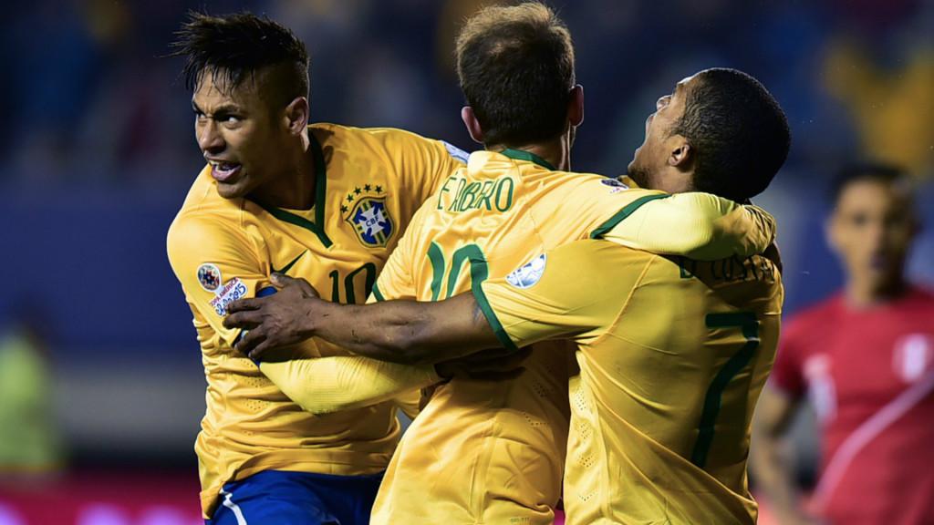 Piłkarze Brazylii po strzeleniu zwycięskiego gola/ Fot. ca2015.com
