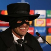 Trener Szachtara Donieck jako Zorro