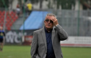 2 liga: Włodzimierz Gąsior przedłużył kontrakt z Siarką