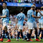 """Premier League: """"Obywatele"""" nie odpuszczają w walce o mistrzostwo"""