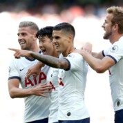 Koguty zadziobały Orły - Tottenham gromi Crystal Palace