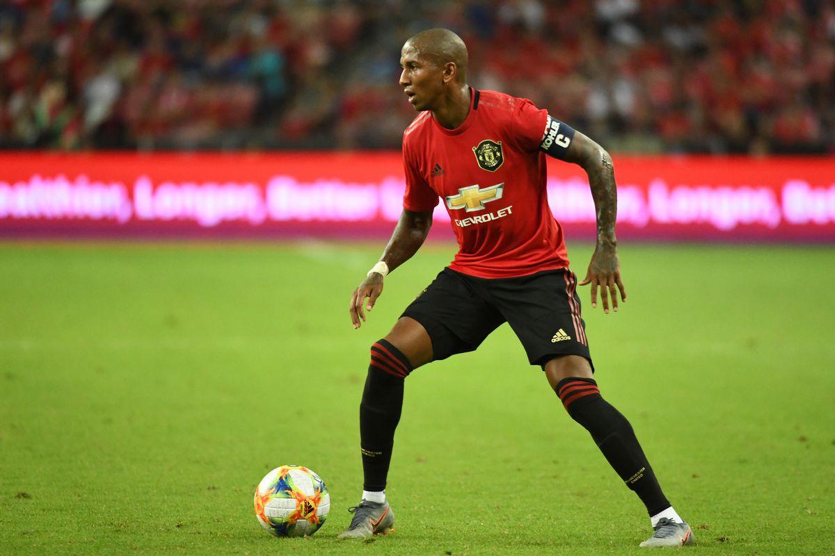 Kapitan Manchesteru United na wylocie? Ashley Young prawdopodobnie bez nowej umowy - Piłkarski Świat.com