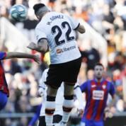 La Liga: Valencia wciąż w grze, trzy punkty zostają na Mestalla