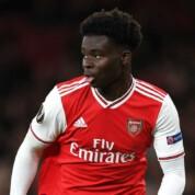 Arsenal negocjuje kontrakt Bukayo Saki, ale przełomu nie ma